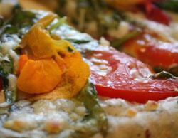 nasturcia_pizza_пицца_с_цветками_листьями_настурции